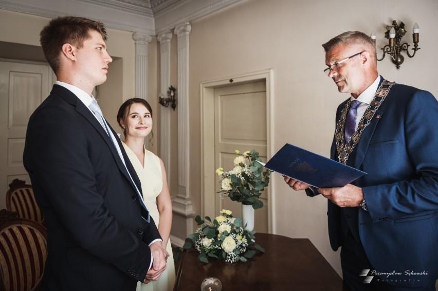 Prezydent Kielc Bogdan Wenta udzielił w piątek ślubu swemu...