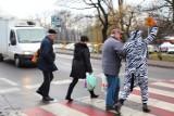 Ludzie-zebry na ulicach Siemianowic Śląskich