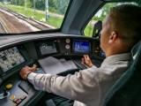 Koleje Mazowieckie dla WOŚP. Wylicytuj przejazd w kabinie maszynisty lub wycieczkę w myjni taboru