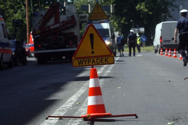 Wypadek w Emilianowie. Trzy osoby ranne. DK 10 zablokowana