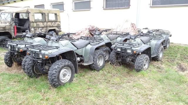Pojazd czterokołowy Honda TRX 300 4X4S Ilość: 2 NR fabryczny: 478TE1508WA916546 / 478TE1501WA917070 Rok produkcji: 1997 / 1997  Cena: 4 000