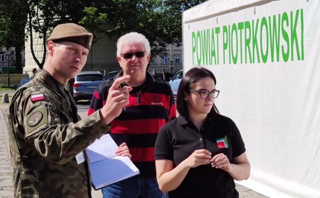 Namiot drive - thru do poboru wymazów stanął na placu dworca PKS w Piotrkowie
