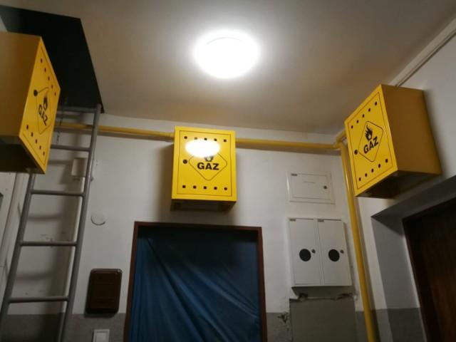Tak wygląda nowa instalacja gazowa na klatce schodowej bloku przy ulicy Powstańców Wielkopolskich w Szczecinku