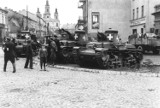 Radomsko w czasach II wojny światowej. Tak wyglądało miasto: zburzone budynki, czołgi na ulicach... Archiwalne ZDJĘCIA