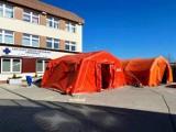 Będą specjalne namioty strażackie przed kolejnymi szpitalami