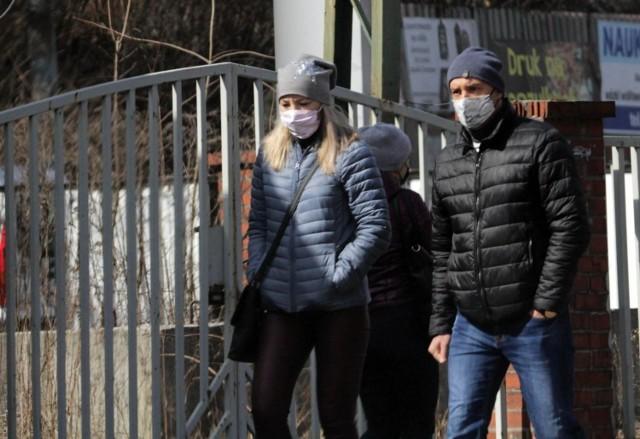 Piotr Müller, rzecznik rządu zapowiada, że być może niektóre obostrzenia zostaną poluzowane po 18. kwietnia, ale wszystko zależy od tego, ile odnotujemy nowych zachorowań.  ---->
