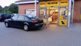 Kolejny autodrań. Ten prawie zablokował wjazd do marketu w Krośnie Odrzańskim (ZDJĘCIA)