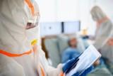 Szok. Aż 704 nowe zakażenia na Podkarpaciu! W Polsce prawie 10 000 przypadków. Zmarło 84 osoby, w tym 3 w naszym regionie [RAPORT 17.10]