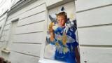 Nowy Sącz. Galeria przy ul. Wąskiej ma nowy obraz. Mgr Mors namalował go z żoną [ZDJĘCIA]