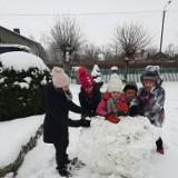 Śnieżne szaleństwo uczniów z Bieniądzic, Konopnicy, Szynkielowa i ZSS w Wieluniu