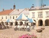 Te miejsca w Krośnie kiedyś tętniły życiem towarzyskim. Kultowe kawiarnie i restauracje. Pamiętacie je? Zobaczcie archiwalne zdjęcia