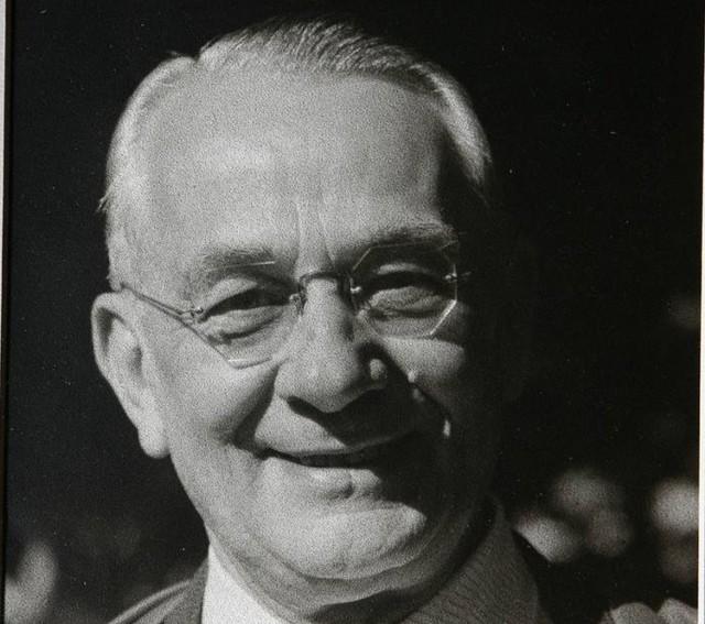 Mieczysław Fogg, legenda polskiej piosenki, to postać, którą uhonoruje Grójec, organizując niesamowitą imprezę retro.