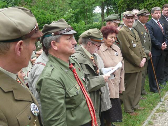Na uroczystym apelu w Łękawie stawiło się blisko pięćdziesięciu harcerzy seniorów
