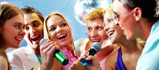 Fuga Mundi Billiards Club & Pub - Pl. Grunwaldzki 12-14 Karaoke w klubie Fuga Mundi odbywa się w każdą środę. Najlepsi mogą liczyć na nagrody. Wstęp wolny. Czynne: 10:00 - 2:00, karaoke zaczyna się o godz. 21:00. Telefon: 787316858.