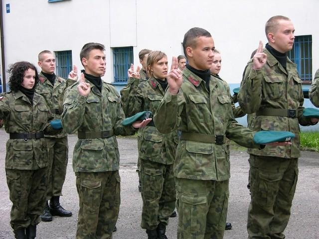 Uczniowie szkoły ćwiczą także w jednostce strzeleckiej