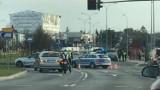 Wypadek radiowozu na skrzyżowaniu ul. Miłosza i Branickiego w Białymstoku. Policyjne auto zderzyło się z BMW. Ranni policjanci [ZDJĘCIA]