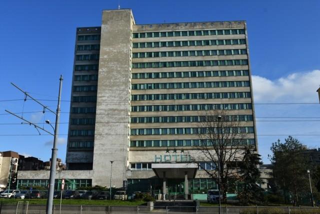 """Hotel """"Światowit"""" hotelem właśnie być przestał. Jest bazą noclegową dla cudzoziemców pracujących w Łodzi. Kiedyś nazwalibyśmy go zapewne hotelem robotniczym..."""