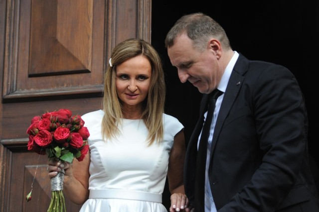 18 lipca prezes TVP Jacek Kurski i dziennikarka Joanna Klimek stanęli na ślubnym kobiercu. Państwo Młodzi już po raz drugi przysięgali sobie miłość i wierność, choć za pierwszym razem komu innemu... Ceremonia odbyła się w Sanktuarium Bożego Miłosierdzia w Łagiewnikach.