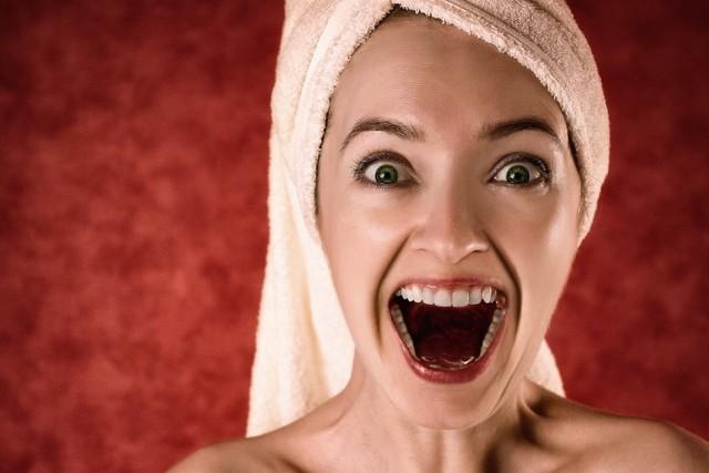 Kobiety często poprawiają swój wygląd, myśląc że będą bardziej atrakcyjne. Tymczasem ich kosmetyczne czy modowe zabiegi przynoszą odwrotny skutek. Zobacz, czego najbardziej nie lubią panowie.