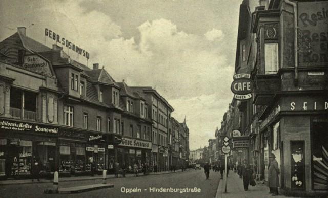 Oppeln, Hindenburgstrasse. Rok 1938. Ulica Krakowska w Opolu - widok od placu Wolności przy rogu ulicy Mozarta.