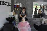 Salony fryzjerskie w Sosnowcu znów działają. Jednak wolnych miejsc nie ma dużo