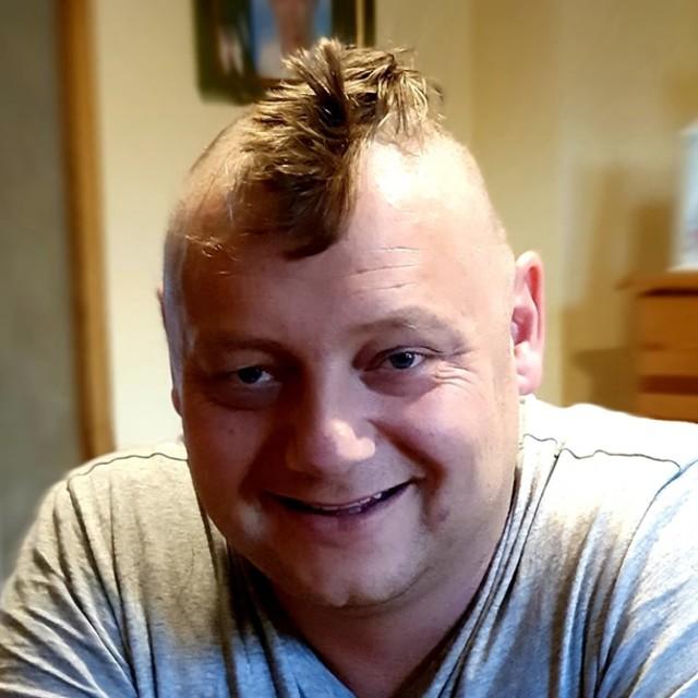 s: Prezes Rajsport ogolił głowę prawie na łyso!