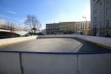 Na płycie rynku w Chorzowie powstaje lodowisko. Otwarcie miejskiej ślizgawki planowane jest na początek grudnia