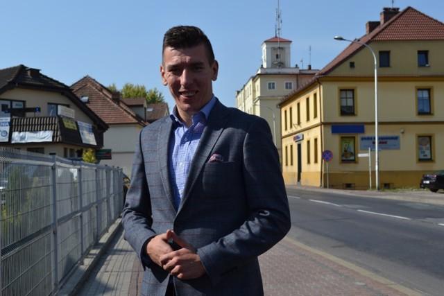 Czy burmistrz Sycowa Dariusz Maniak spłaca kosztem gminnych pieniędzy dług wdzięczności dla kolegi za pomoc w kampanii wyborczej? Tego nie wiemy, gdyż burmistrz nie odpowiedział nam na to pytanie.