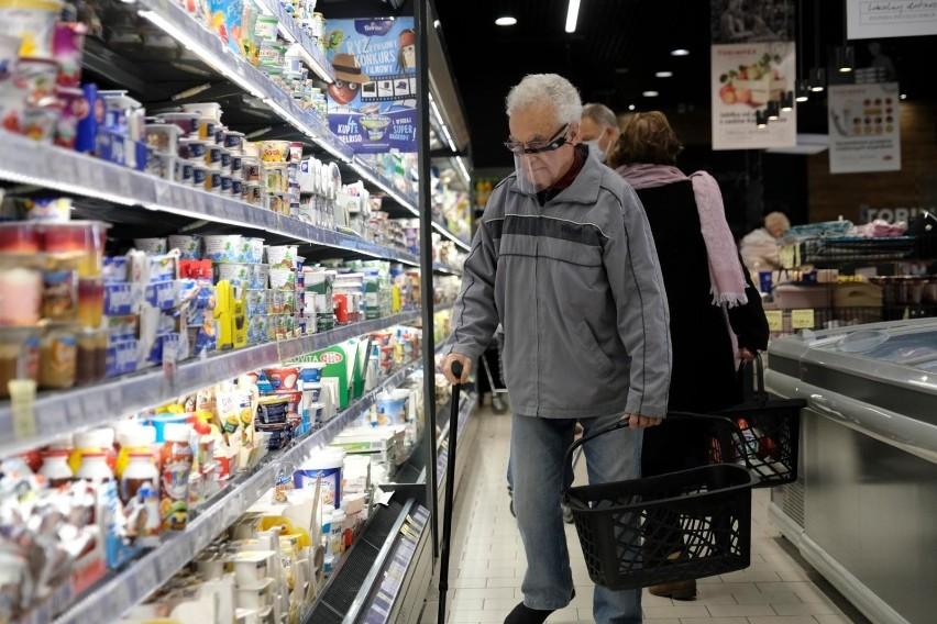 Godziny dla seniorów zniesione w Wigilię 2020. Jeden dzień na zakupy dla wszystkich