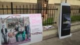 Kraków. Wandale zniszczyli wystawy plenerowe Biblioteki Publicznej przy ulicy Rajskiej