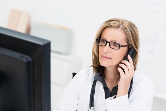 Dzwoniąc pod numer: 333 070 180 uzyskasz informacje na temat przysługujących osobom z autyzmem świadczeń socjalnych, diagnostyki i możliwych form terapii.