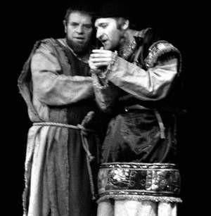 Płatny agent Saduceuszy, Ezra (Adam Hutyra) z łatwością skłania Judasza (Michał Kula) do zdrady. Foto: JAKUB MORKOWSKI