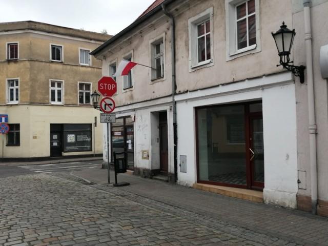 LESZNO. Starówka umiera. Opuszczone kamienice, poszarzałe elewacje, nieczynne lokale i sklepy to obraz starówki w Lesznie