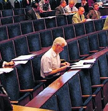 Już teraz Henryk Bonk będzie samotnie spędzał sesje Rady Miejskiej.