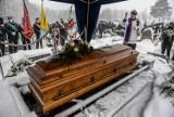 Profesor AWFiS-u Wojciech Przybylski pożegnany przez rodzinę, przyjaciół i współpracowników na cmentarzu w Gdyni