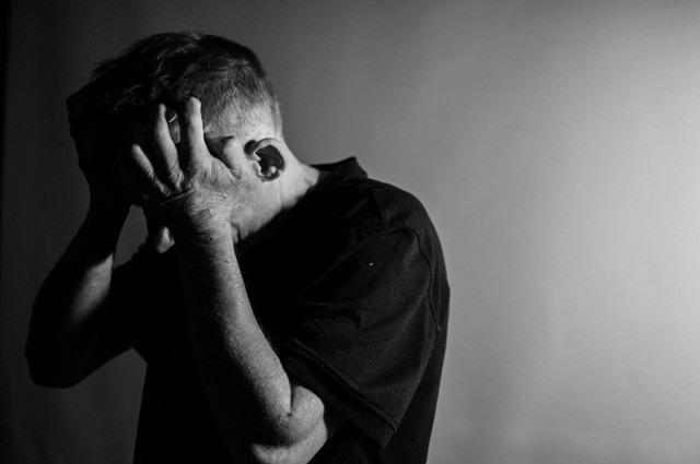 Podczas fazy wyczerpania wielu z nas będzie towarzyszył zły nastrój, lęk, a nawet objawy nerwicowe czy depresja.