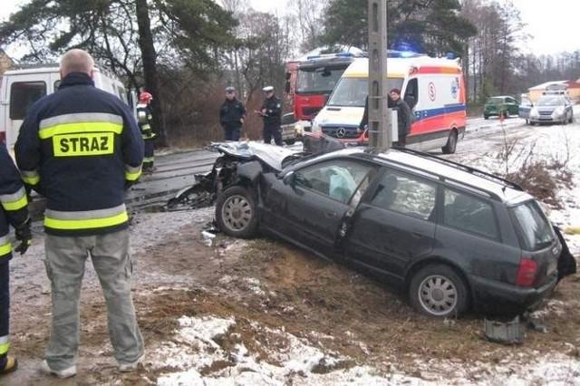 2 kwietnia, w Zalesianach, doszło do czołowego zderzenia audi z mercedesem sprinterem. Cztery osoby zostały ranne.  http://bialystok.naszemiasto.pl/galeria/opis/1342513,wypadek-w-augustowie-zginal-65-letni-kierowca-zdjecie,galeria,id,t,tm.html#3f3ac6ad5d618a64,1,3,4;Wypadek w Augustowie. Zginął 65-letni kierowca [zdjęcie]  W zalesiach zderzyły się czołowa dwa auta, audi i mercedes sprinter. Jadące pojazdami cztery osoby zostały ranne.   Zobacz też Wiadomości kryminalne na stronie: Podlaskiej Kroniki Policyjnej  Zapisz się do newslettera! Dodaj też swój artykuł lub prześlij swoje zdjęcia!