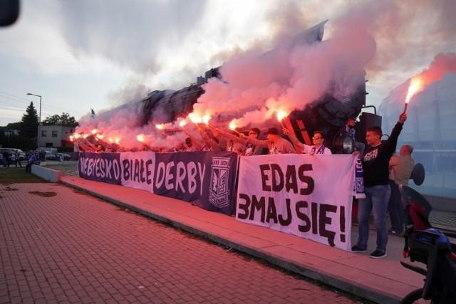 Pierwsze po 25 latach derby Poznania w piłkarskiej ekstraklasy spowodowały, że na Bułgarską zmierzają tysiące kibiców. W niedzielę, 20 września, w stolicy Wielkopolski odnotowany zostanie rekord frekwencji na polskich stadionach po ich otwarciu w czasie pandemii. Przejdź dalej i zobacz, co dzieje się przed stadionem --->