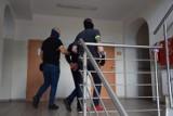 Miał wyjechać z Polski, trafił do policyjnego aresztu w Bytowie. Pijany obywatel Ukrainy zatrzymany