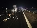 Wypadek pod Częstochową. Zderzyły się dwa pojazdy, a na jezdnię rozsypały leki.  DK1 zablokowana przez blisko 3 godziny ZDJĘCIA