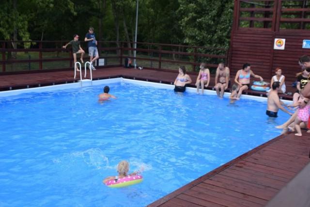Baseny letnie Gniezno. Mieszkańcy chętnie korzystają z możliwości kąpieli