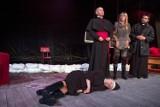 """""""Klątwa"""" dotyka polityków i media. Teatr IMKA zaprasza na spektakl"""