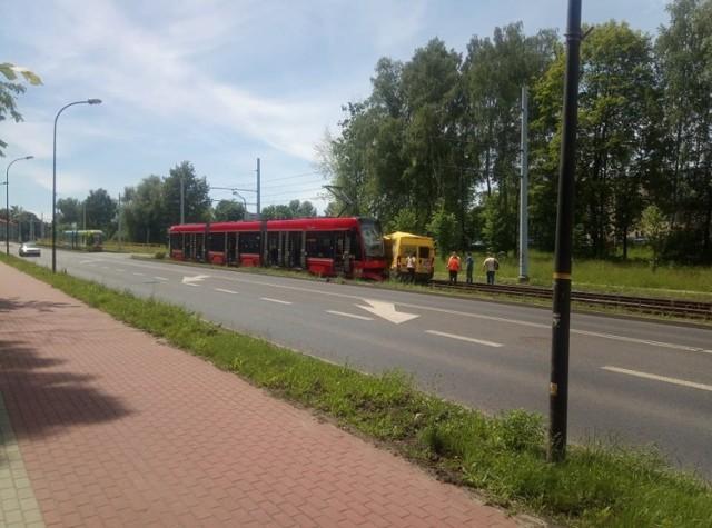 Bytom. Samochód dostawczy zderzył się z tramwajem na Łagiewnikach