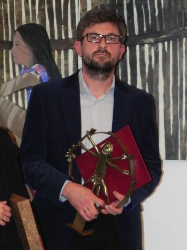 Radosław Skóra  - zdobywca Grand Prix 13. Międzynarodowego Jesiennego Salonu Sztuki w Ostrowcu Świętokrzyskim.
