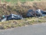 Strzyżewo Smykowe. Poremontowe śmieci w rowie. To kolejne takie zdarzenie w tej miejscowości