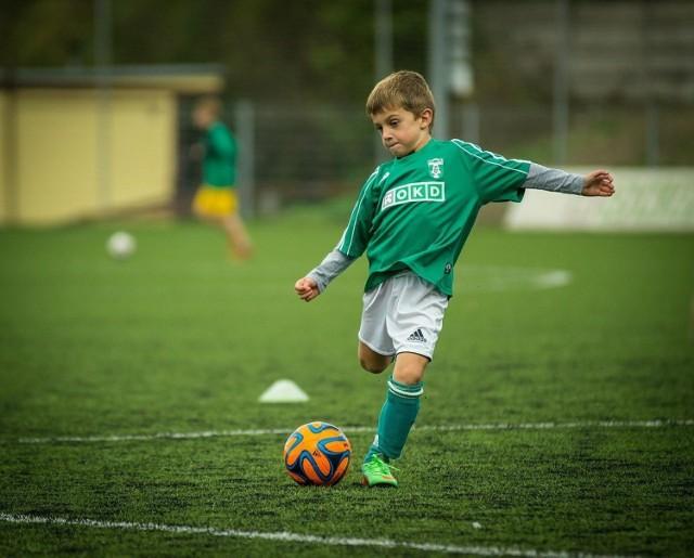 Nowe szatnie powstają z myślą o najmłodszych piłkarzach.
