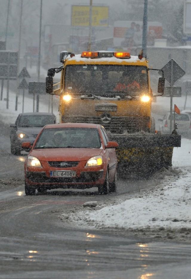 Urzędnicy przekonują, że są przygotowani do odśnieżania ulic i kierowcy nie utkną w zaspach na łódzkich drogach.