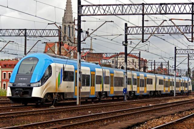 """Trwają konsultacje społeczne, dotyczące wstępnego projektu programu """"Kolej+"""". Dzięki niemu trasa linii nr 651 ma przejść modernizację oraz dodatkowo ma powstać nowy przystanek."""