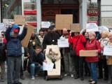 Protest pracowników domów kultury pod Urzędem Miasta Łodzi