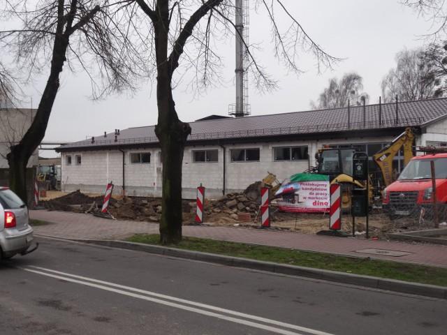 Przy ul. Staszica, pod drodze na cmentarz powstaje market DINO. To już szósty w Grodzisku.